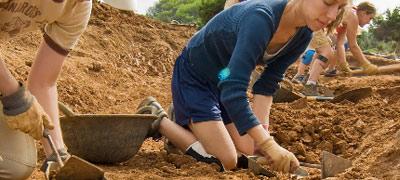 Student digging in Sanisera