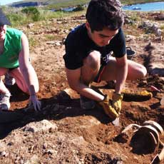 Students and archaeological finds from the fieldwork in Sanisera