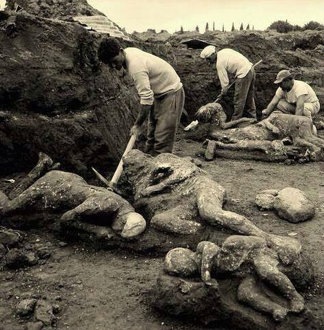 038: Anthropology of the death at Pompeii. Bioarchaeology, digging ...