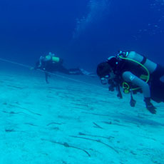 Students of underwater archeology using survey techniques