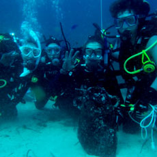 Underwater archaeologists students