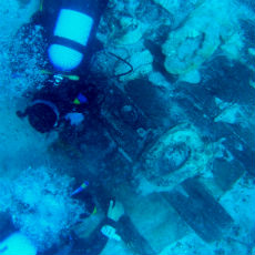 Studying the wooden structure of the shipwreck